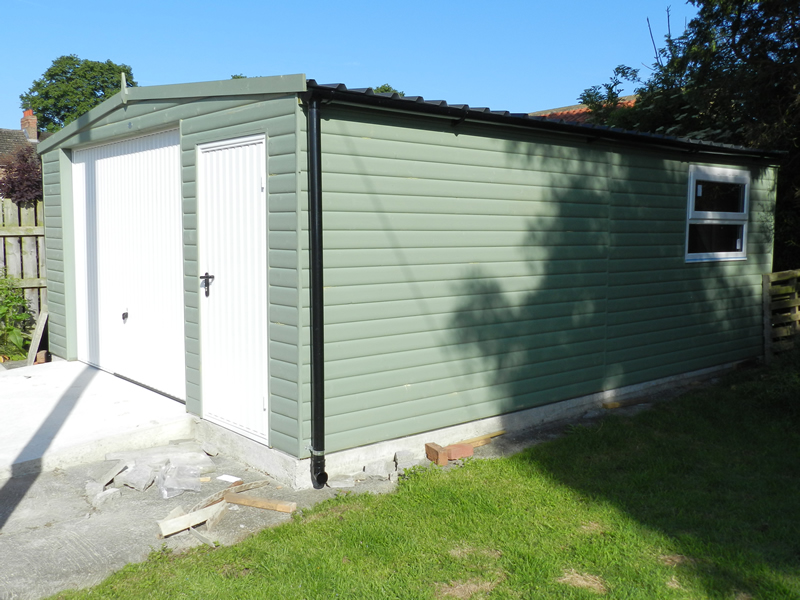 Special Design Double Garage in Safe Leaf